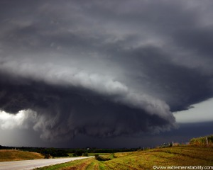 Tornado-national-geographic-6968506-1280-1024